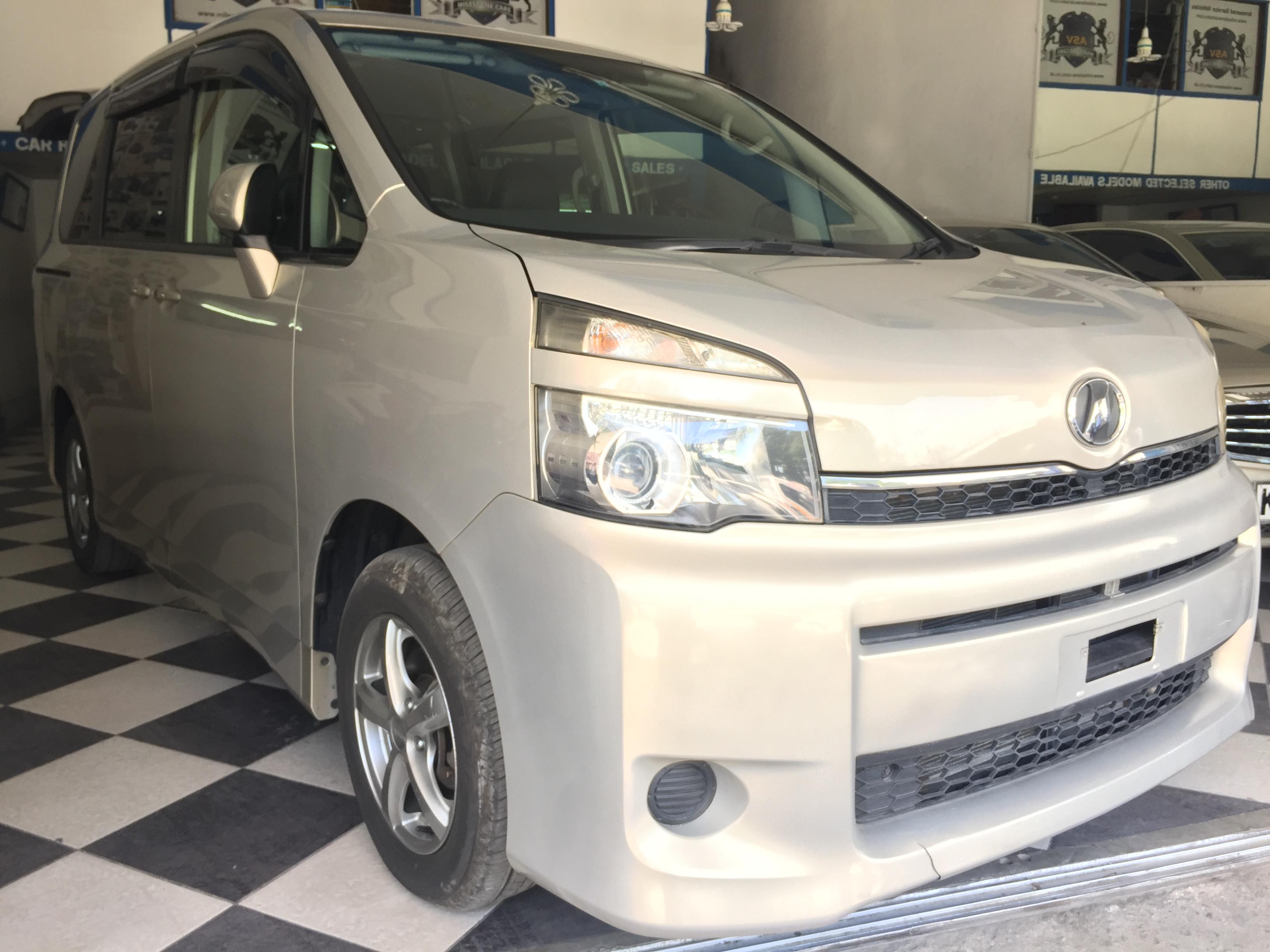 2010 Toyota Voxy 2.0 Petrol Auto
