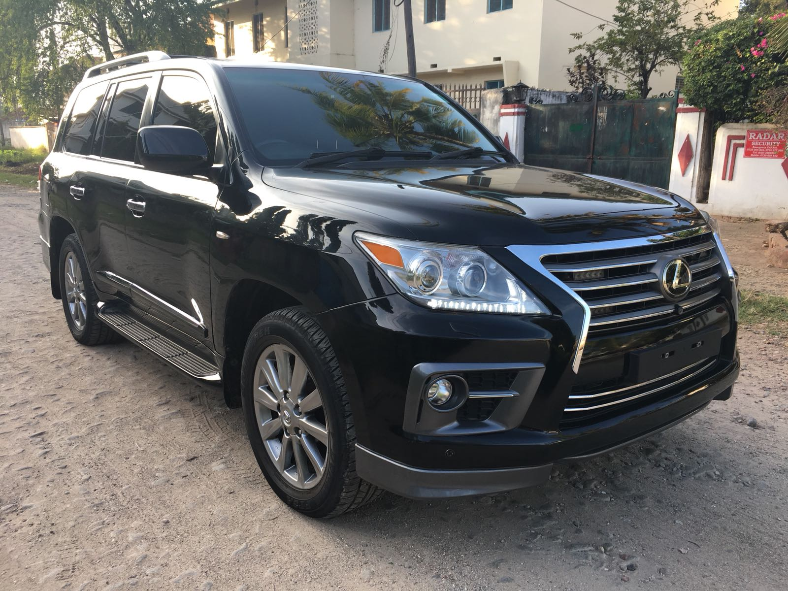 2010 LEXUS LX570 V8 PETROL FULL OPTION